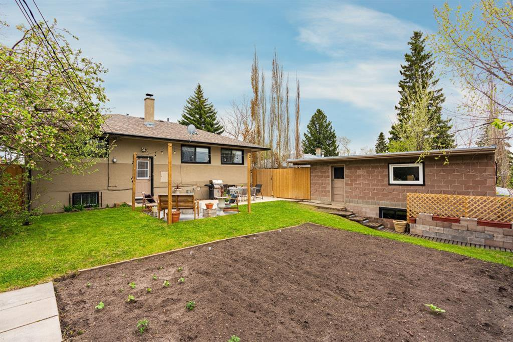 Photo 23: Photos: 67 Connaught Drive NW in Calgary: Cambrian Heights Detached for sale : MLS®# A1033424