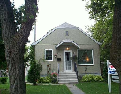 Main Photo: 327 OLIVE Street in Winnipeg: St James Single Family Detached for sale (West Winnipeg)  : MLS®# 2512292