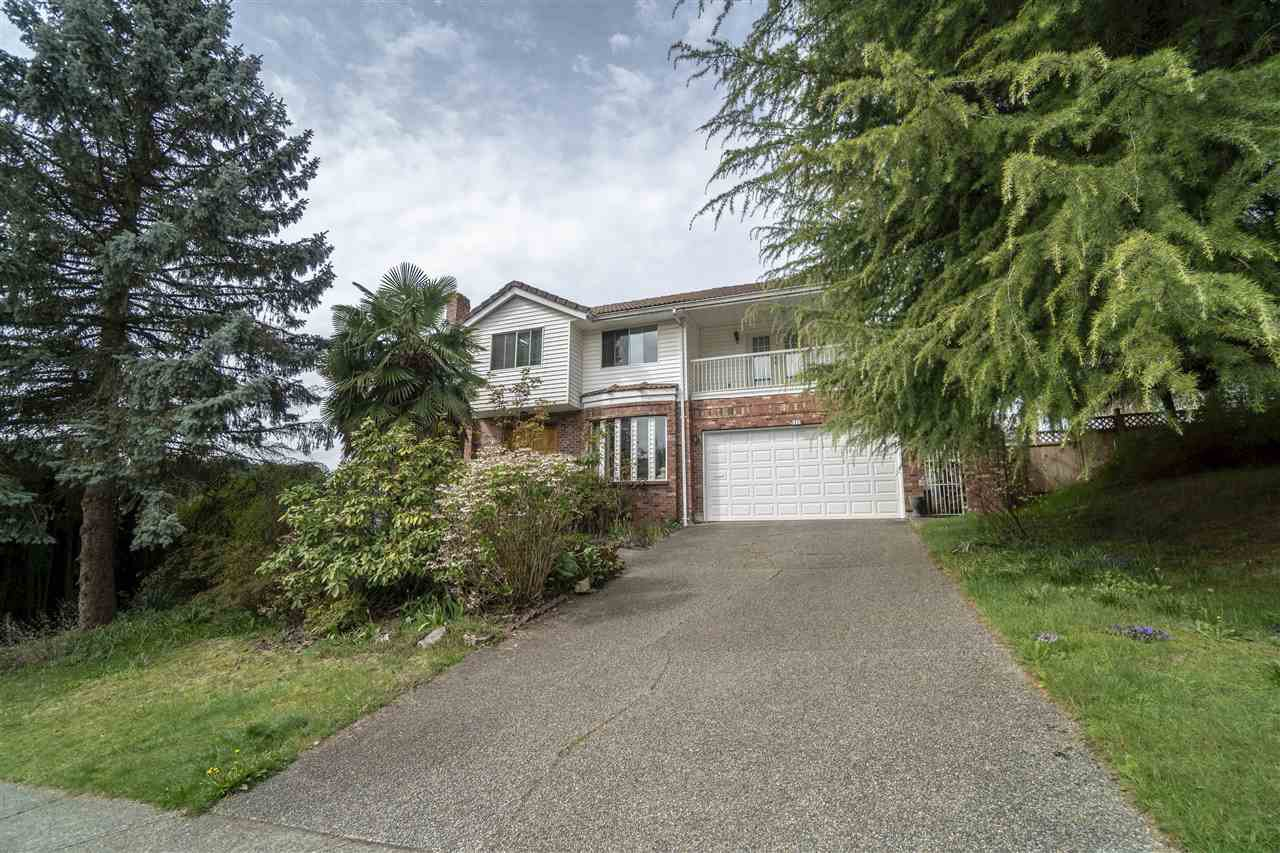 Main Photo: 1318 HONEYSUCKLE LANE in : Summitt View Home for sale : MLS®# R2360648