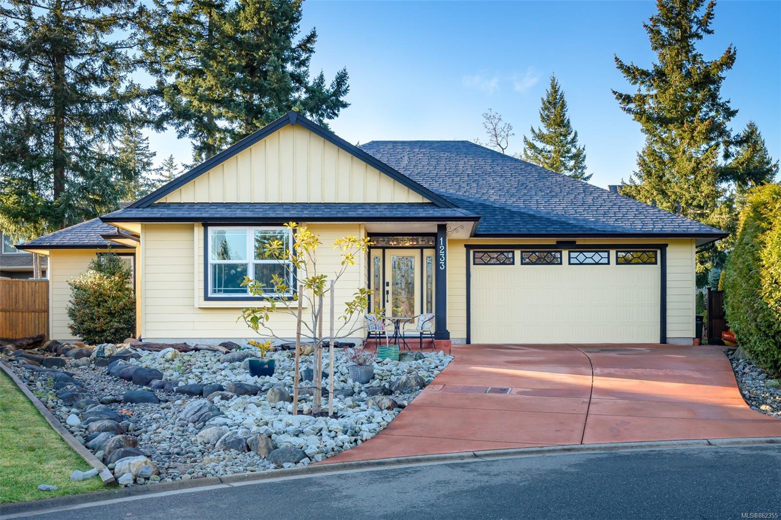 Main Photo: 1233 Slater Pl in : CV Comox (Town of) House for sale (Comox Valley)  : MLS®# 862355