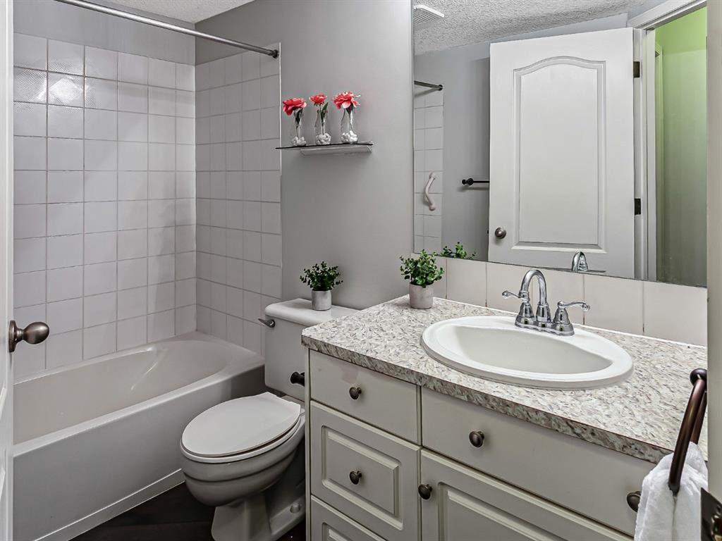 Photo 16: Photos: 116 10 SIERRA MORENA Mews SW in Calgary: Signal Hill Apartment for sale : MLS®# C4281143