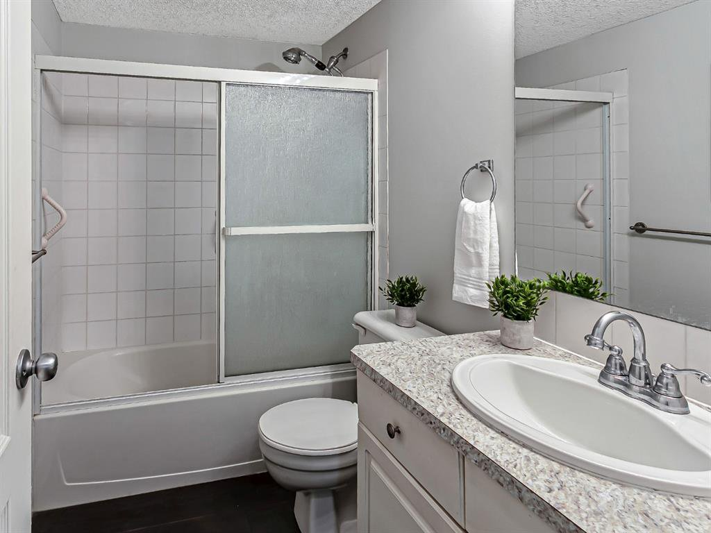 Photo 11: Photos: 116 10 SIERRA MORENA Mews SW in Calgary: Signal Hill Apartment for sale : MLS®# C4281143