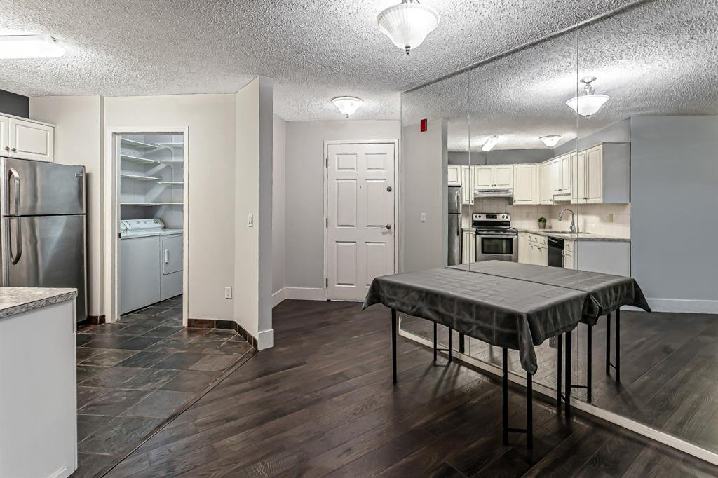 Photo 5: Photos: 116 10 SIERRA MORENA Mews SW in Calgary: Signal Hill Apartment for sale : MLS®# C4281143