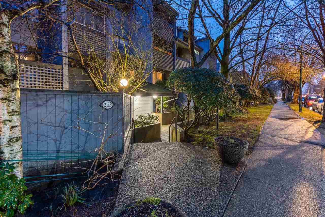 Main Photo: 304 2173 W 6TH AVENUE in Vancouver: Kitsilano Condo for sale (Vancouver West)  : MLS®# R2431323