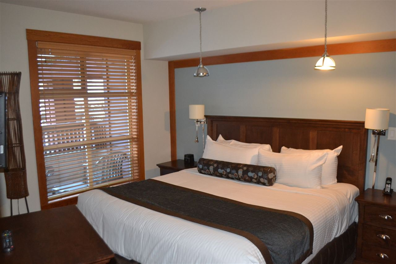 """Photo 4: Photos: 336 2036 LONDON Lane in Whistler: Whistler Creek Condo for sale in """"Legends"""" : MLS®# R2501885"""