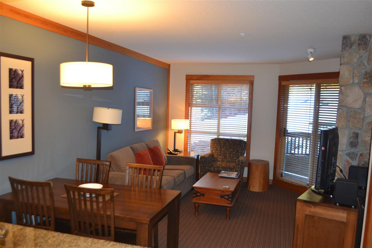 """Photo 2: Photos: 336 2036 LONDON Lane in Whistler: Whistler Creek Condo for sale in """"Legends"""" : MLS®# R2501885"""