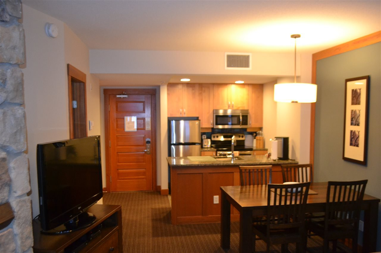 """Photo 3: Photos: 336 2036 LONDON Lane in Whistler: Whistler Creek Condo for sale in """"Legends"""" : MLS®# R2501885"""