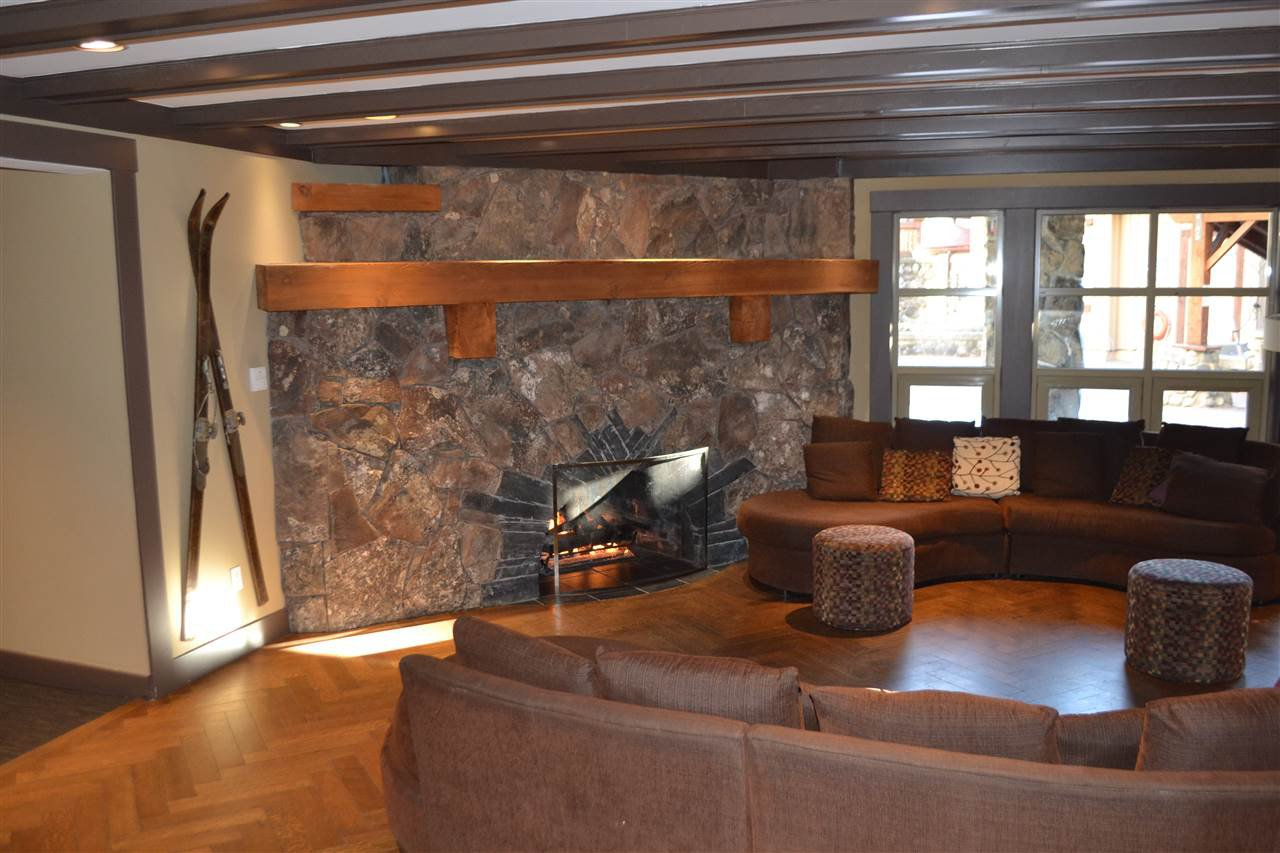 """Photo 8: Photos: 336 2036 LONDON Lane in Whistler: Whistler Creek Condo for sale in """"Legends"""" : MLS®# R2501885"""