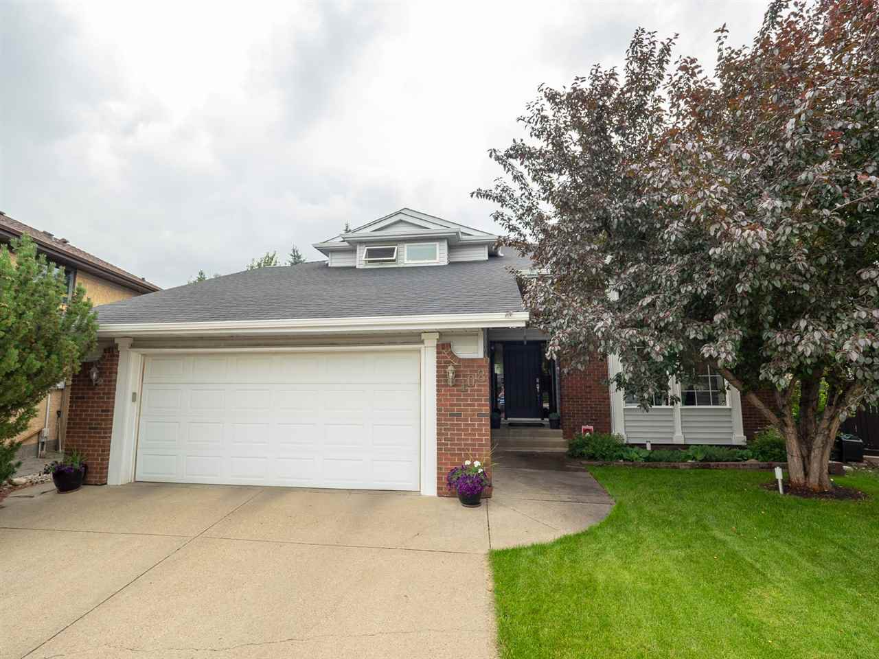 Main Photo: 108 WOLF WILLOW Close in Edmonton: Zone 22 House for sale : MLS®# E4167903