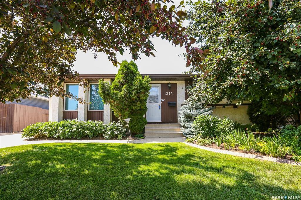 Main Photo: 1214 Mckercher Drive in Saskatoon: Wildwood Residential for sale : MLS®# SK782514