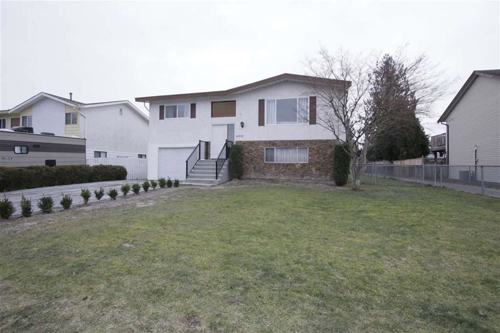 Main Photo: 46390 ANGELA Avenue in Chilliwack: Chilliwack E Young-Yale House for sale : MLS®# R2402400