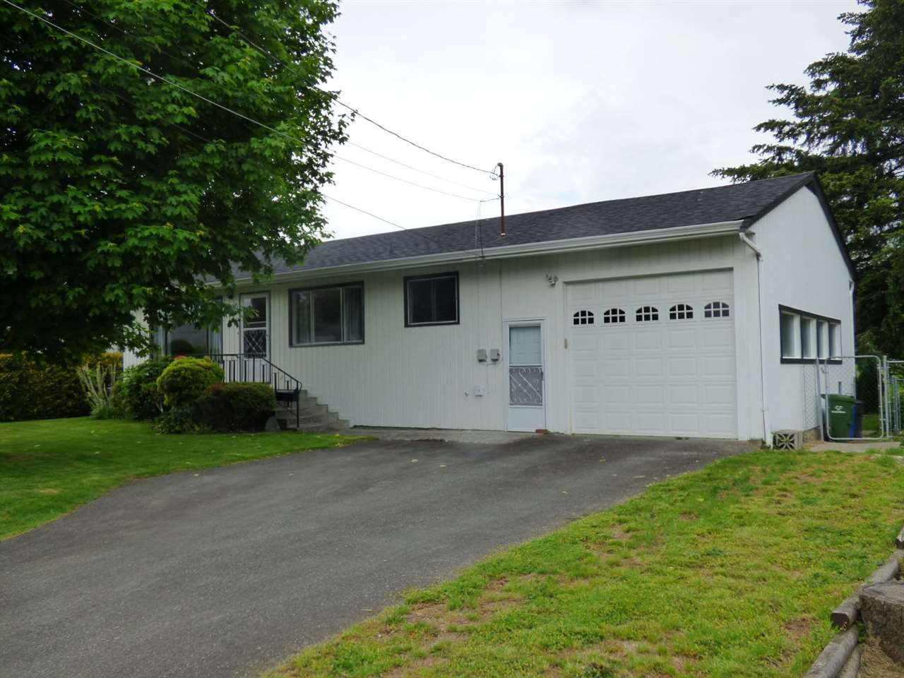 Main Photo: 9620 WOODBINE Street in Chilliwack: Chilliwack N Yale-Well House for sale : MLS®# R2457918