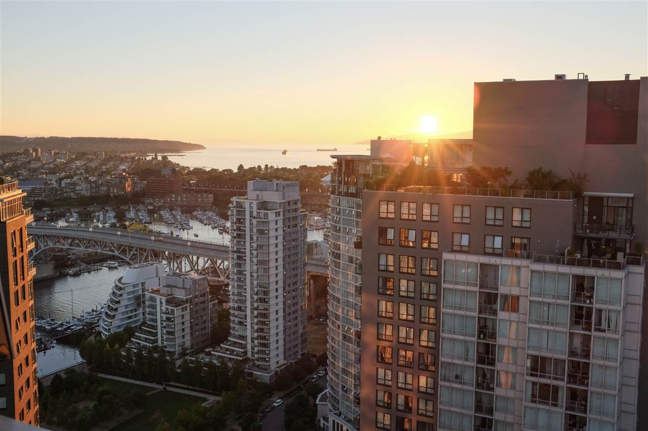 Main Photo: 4006 1408 STRATHMORE Mews in Vancouver: Yaletown Condo for sale (Vancouver West)  : MLS®# R2528590