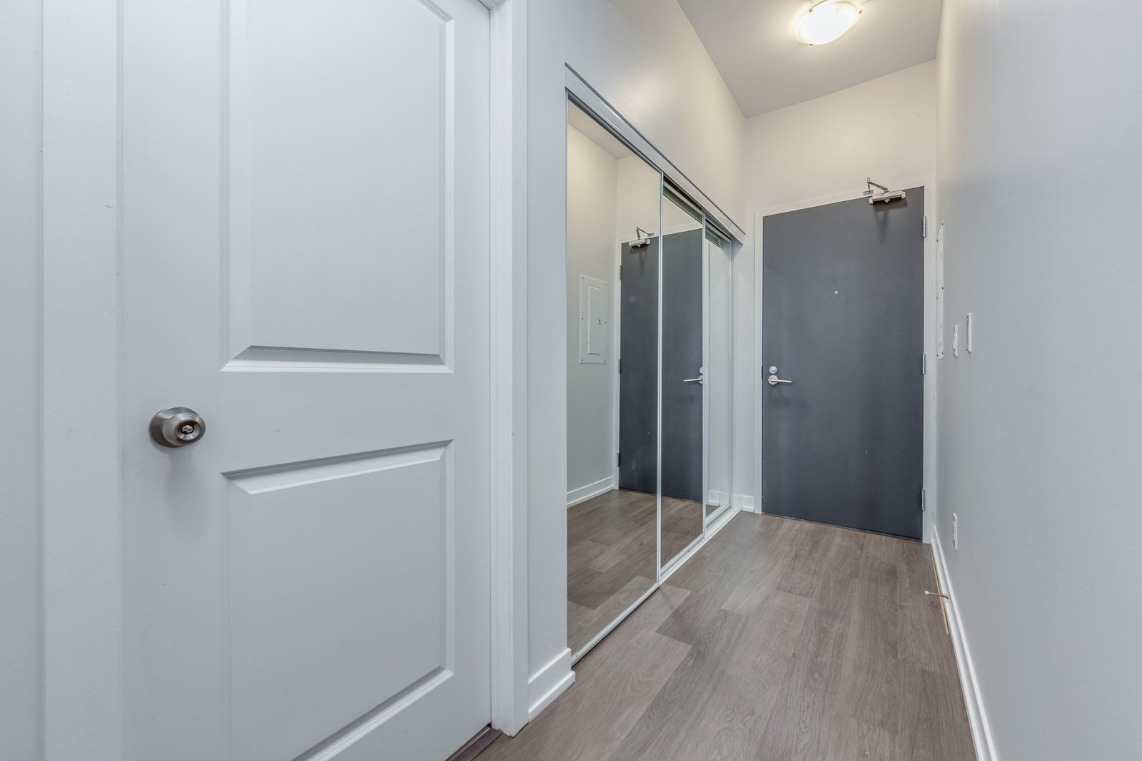 Main Photo: 1111 105 George Street in Toronto: House for sale : MLS®# H4072468