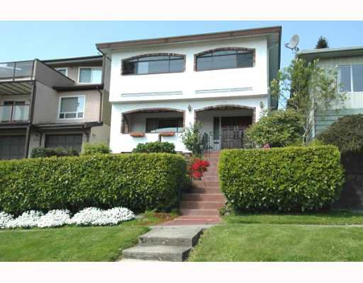 Main Photo: 111 HOLDOM Avenue in Burnaby: Capitol Hill BN House for sale (Burnaby North)  : MLS®# V647472