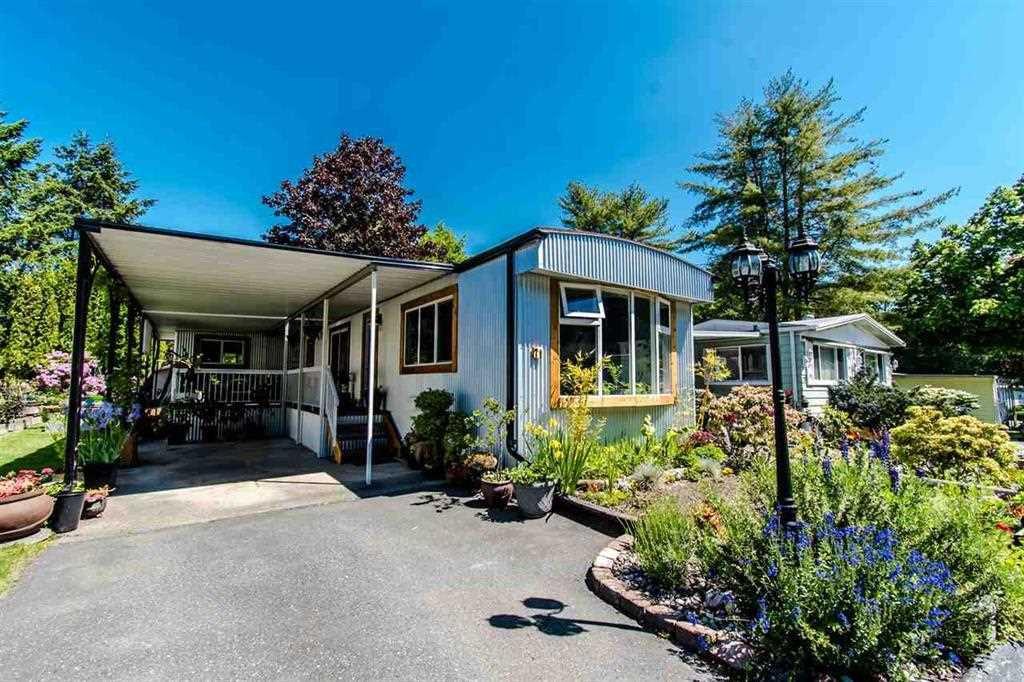 "Main Photo: 71 7850 KING GEORGE Boulevard in Surrey: Bear Creek Green Timbers Manufactured Home for sale in ""BEAR CREEK GLEN"" : MLS®# R2405203"
