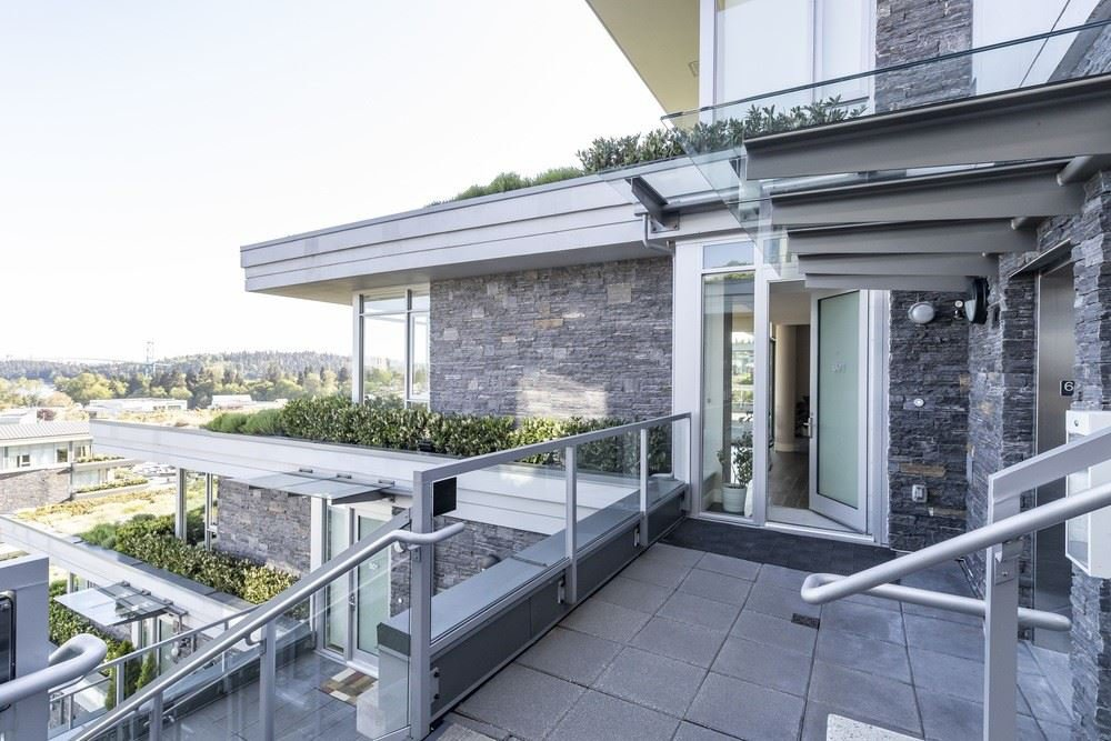 These homes are the best in the entire Evelyn Development.  Each home is cantilevered and sits as a single unit apart from it's neighbour