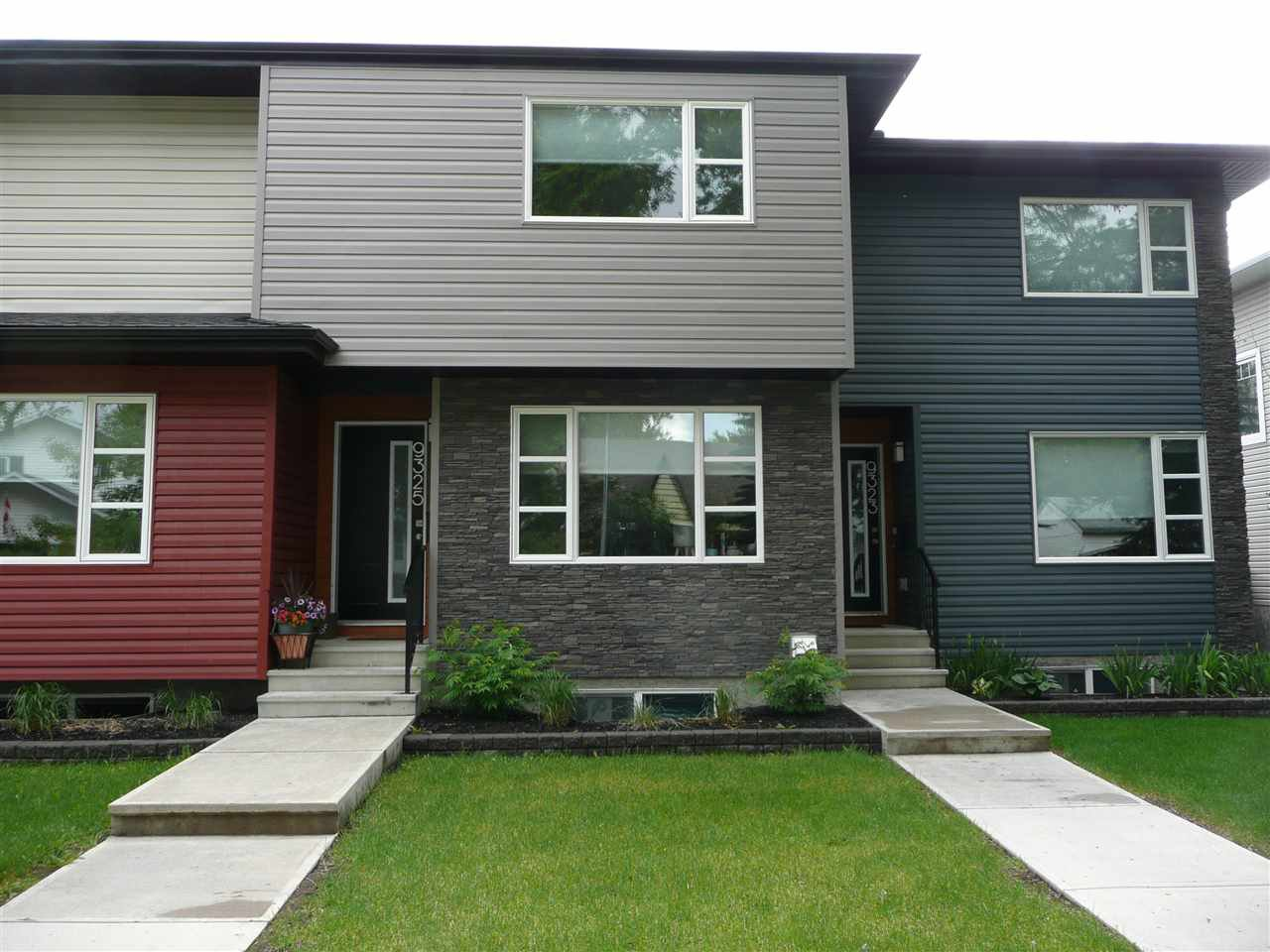 Main Photo: 9325 93 Street NW in Edmonton: Zone 18 House Triplex for sale : MLS®# E4202549