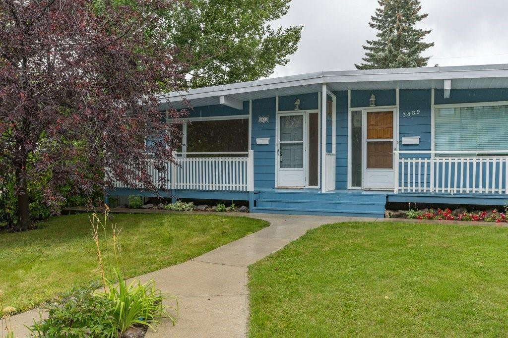 Main Photo: 3811 43 Street SW in Calgary: Glenbrook Semi Detached for sale : MLS®# C4267535