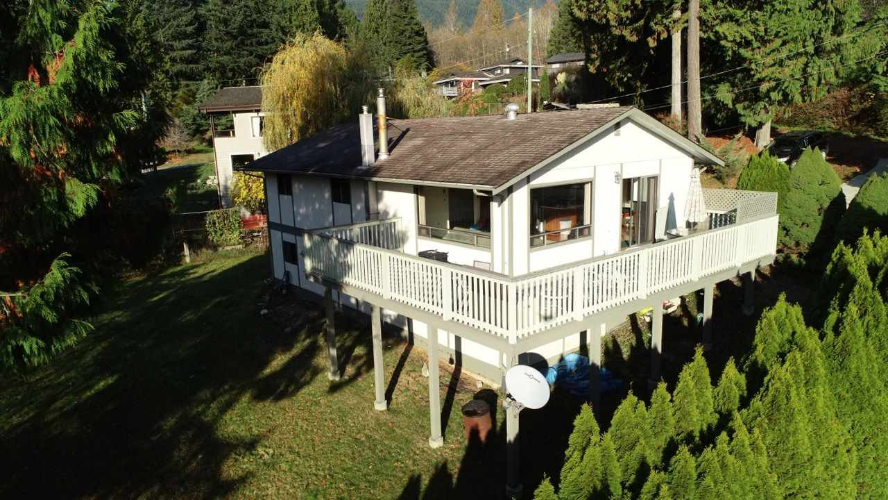 Main Photo: 1464 DAVIDSON Road in Langdale: Gibsons & Area House for sale (Sunshine Coast)  : MLS®# R2417224