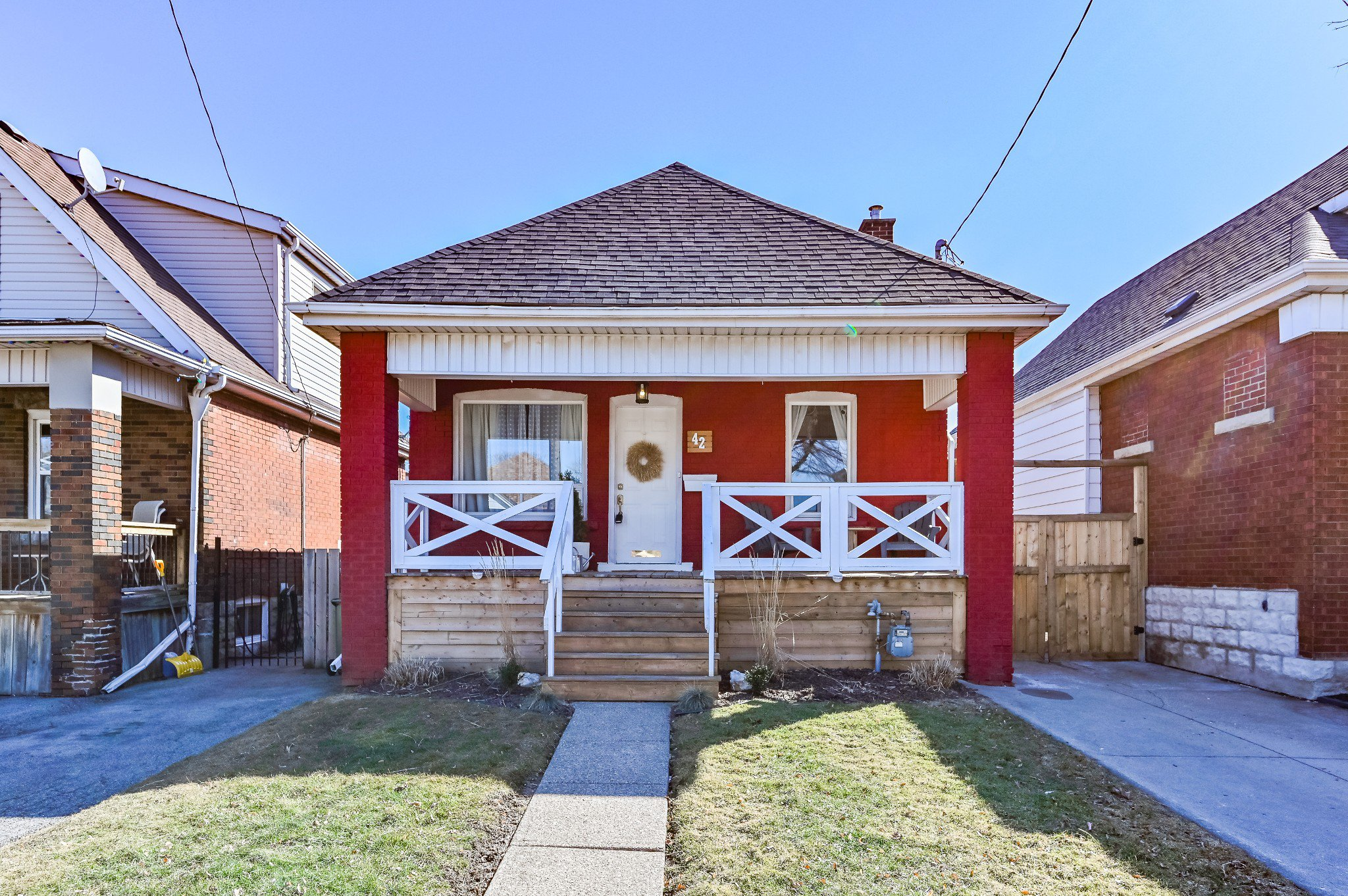 Main Photo: 42 Barons Avenue in Hamilton: House for sale : MLS®# H4074014