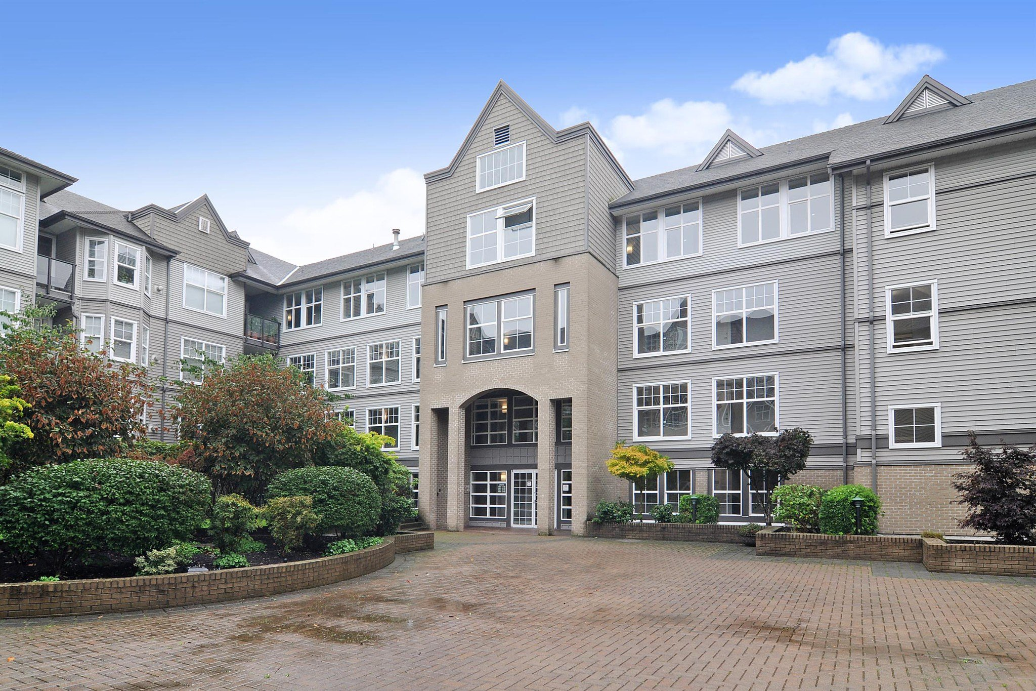 Main Photo: 308 20200 56 AVENUE in Langley: Langley City Condo for sale : MLS®# R2509709