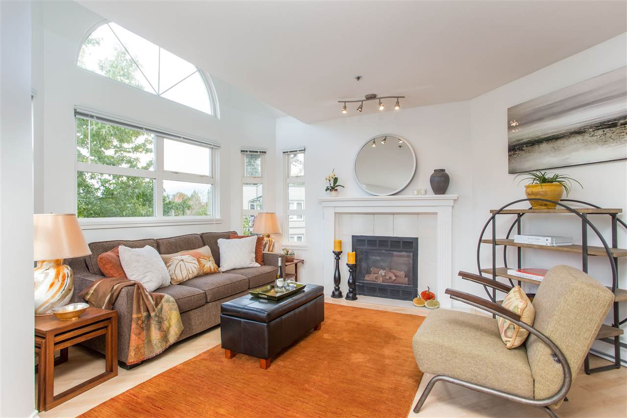 """Main Photo: 402 1515 E 6TH Avenue in Vancouver: Grandview Woodland Condo for sale in """"Woodland Terrace"""" (Vancouver East)  : MLS®# R2511230"""