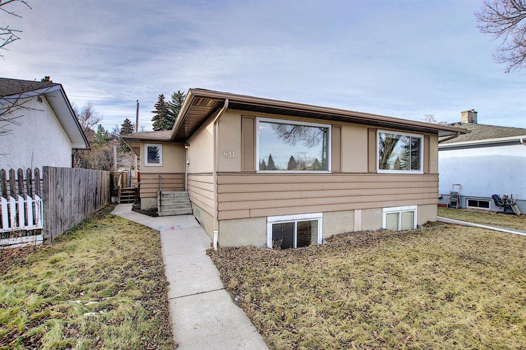 Main Photo: 809/811 45 Street SW in Calgary: Westgate Duplex for sale : MLS®# A1053886