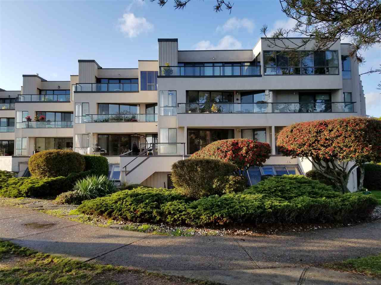 "Main Photo: 111 5477 WHARF Avenue in Sechelt: Sechelt District Condo for sale in ""Royal Terraces"" (Sunshine Coast)  : MLS®# R2414645"
