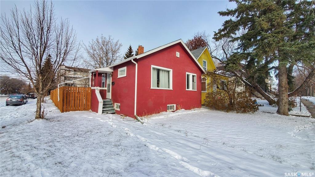 Main Photo: 701 7th Street East in Saskatoon: Haultain Residential for sale : MLS®# SK790691