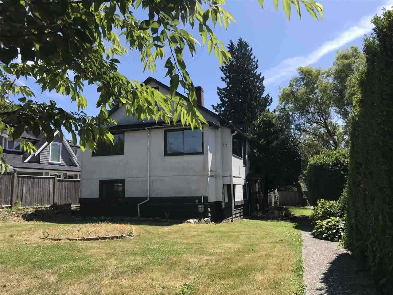 Main Photo: 449 E 15TH Street in North Vancouver: Central Lonsdale House for sale : MLS®# R2424448