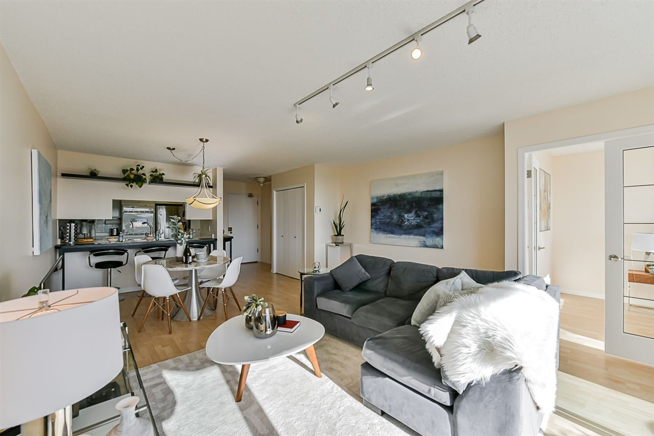 "Main Photo: 502 1065 QUAYSIDE Drive in New Westminster: Quay Condo for sale in ""Quayside Tower 2"" : MLS®# R2439156"
