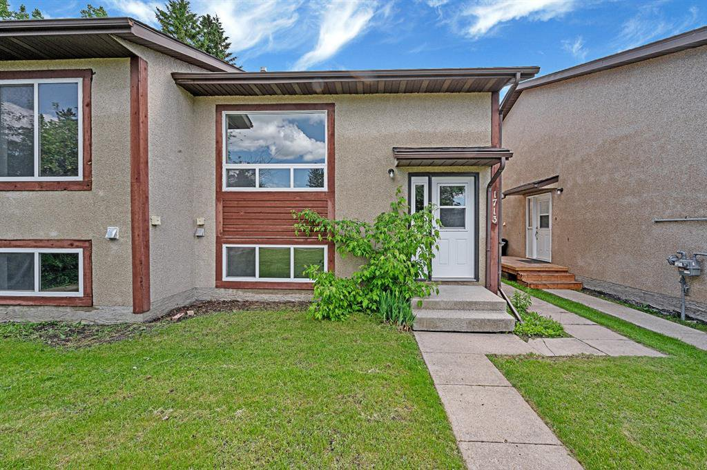 Main Photo: 1713 16 Street: Didsbury Semi Detached for sale : MLS®# A1009473