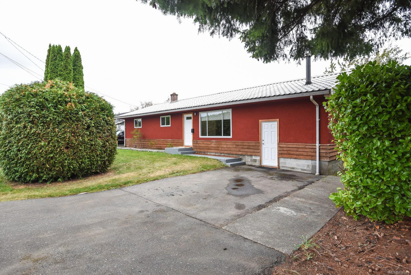 Main Photo: 2135 Willemar Ave in : CV Courtenay City House for sale (Comox Valley)  : MLS®# 856349
