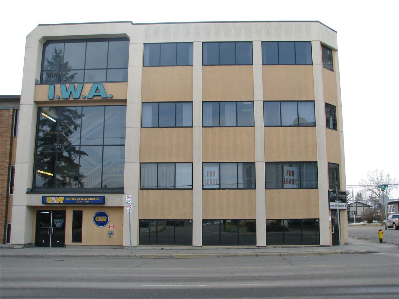 Main Photo: 304 1777 3RD Avenue in Prince George: Crescents Office for lease (PG City Central (Zone 72))  : MLS®# C8034420