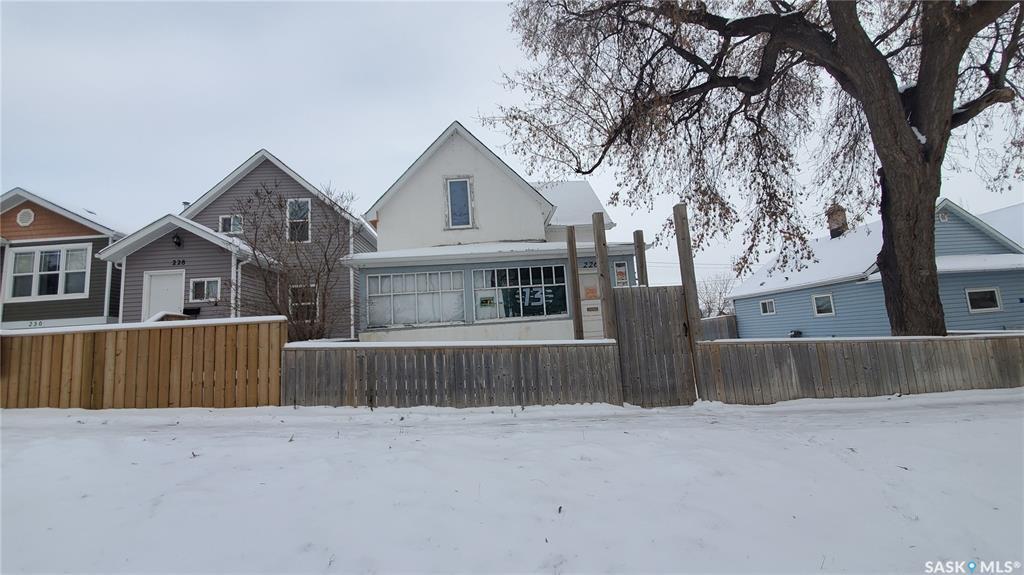 Main Photo: 226 J Avenue North in Saskatoon: Westmount Residential for sale : MLS®# SK790288