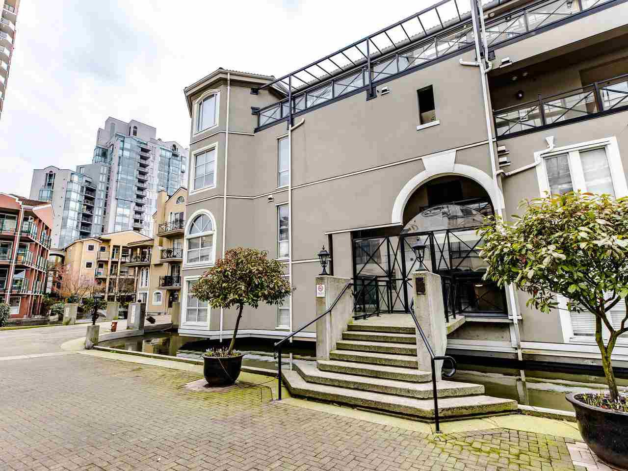 Main Photo: 207 5 RENAISSANCE SQUARE in New Westminster: Quay Condo for sale : MLS®# R2442124