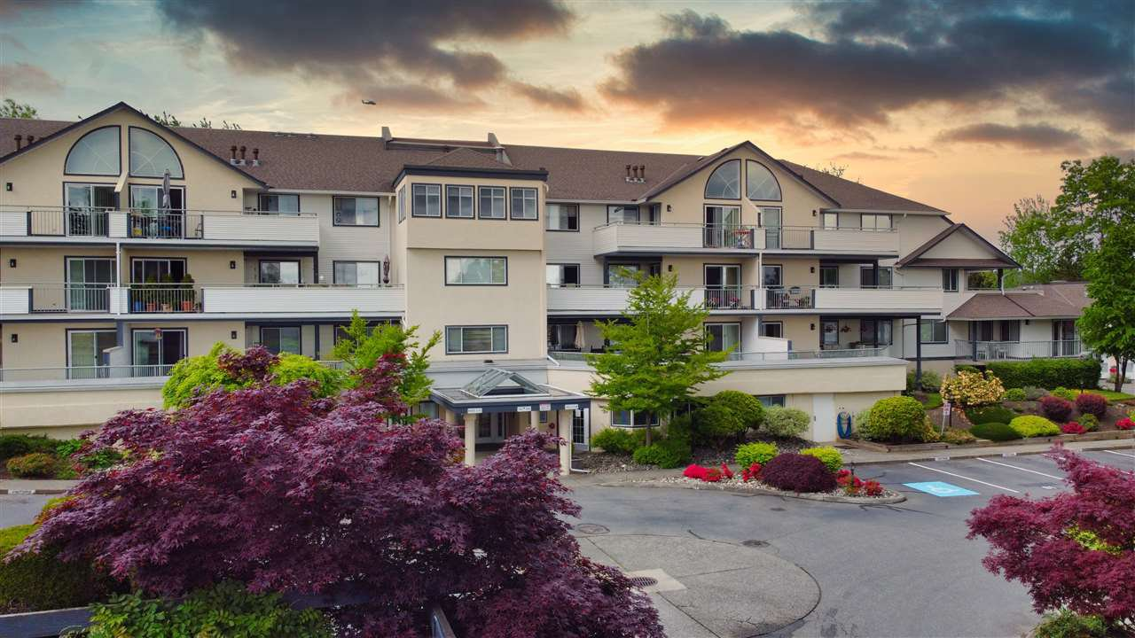 "Main Photo: 210 19645 64 Avenue in Langley: Willoughby Heights Condo for sale in ""Highgate Terrace"" : MLS®# R2455714"