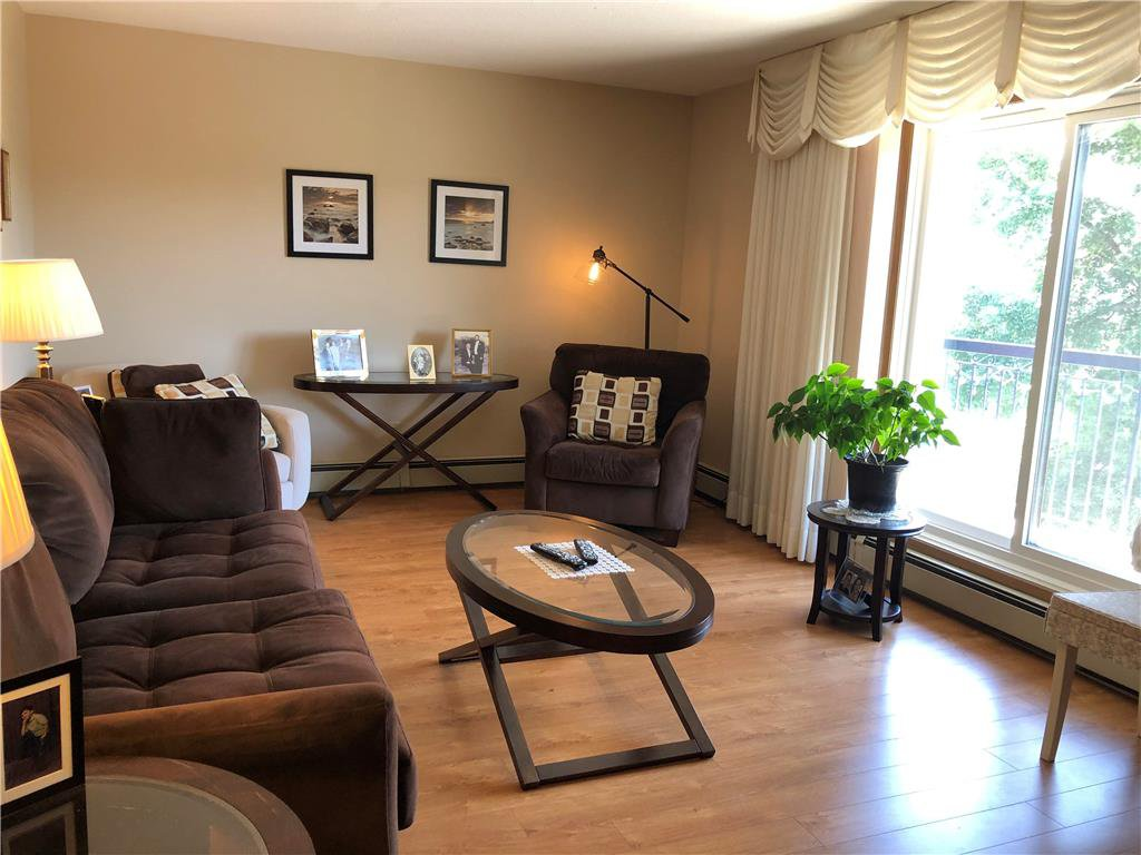Photo 2: Photos: 304 685 St Anne's Road in Winnipeg: Condominium for sale (2E)  : MLS®# 202018429