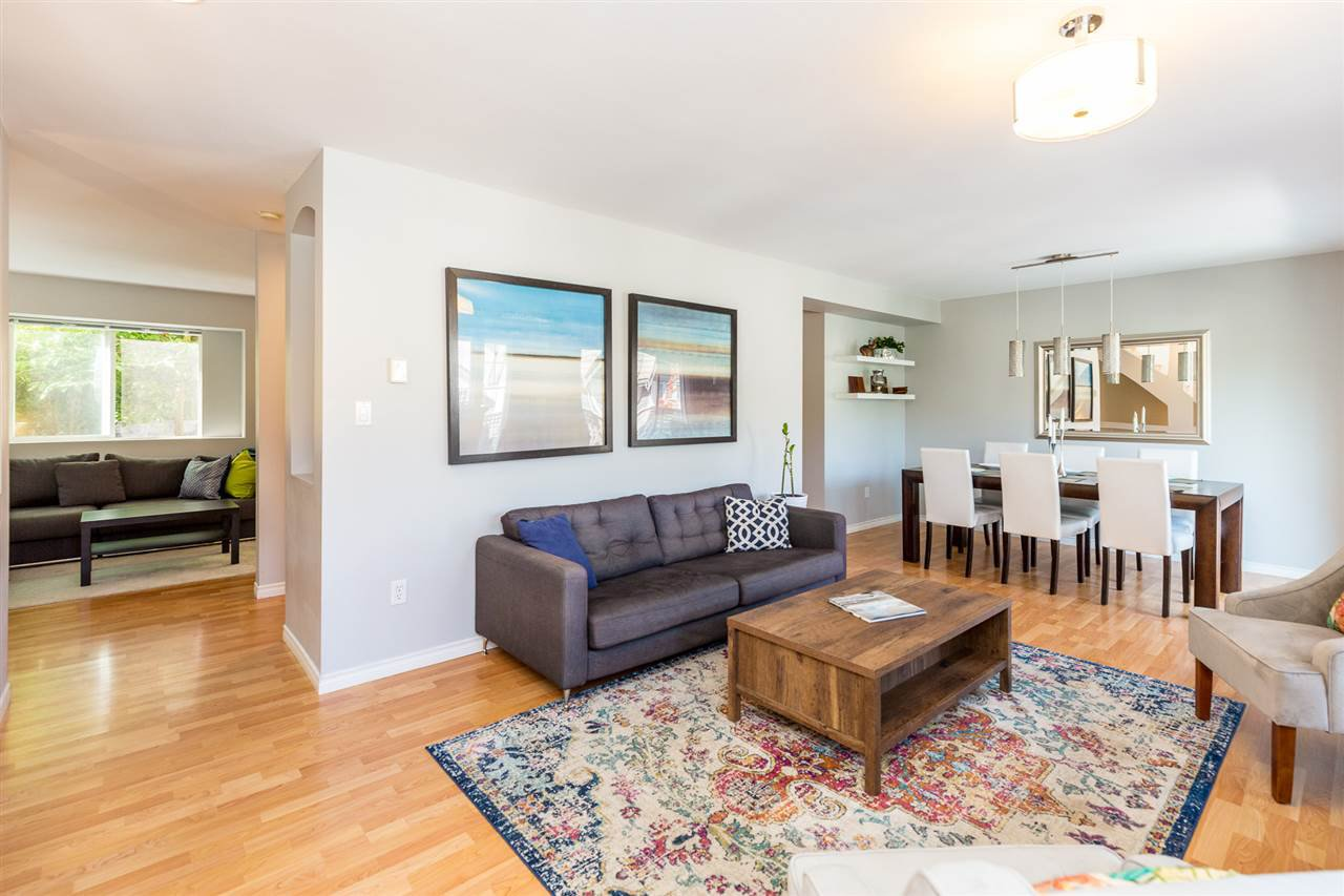 """Main Photo: 4 2382 PARKWAY Boulevard in Coquitlam: Westwood Plateau Townhouse for sale in """"Chateau Ridge Estates"""" : MLS®# R2396091"""