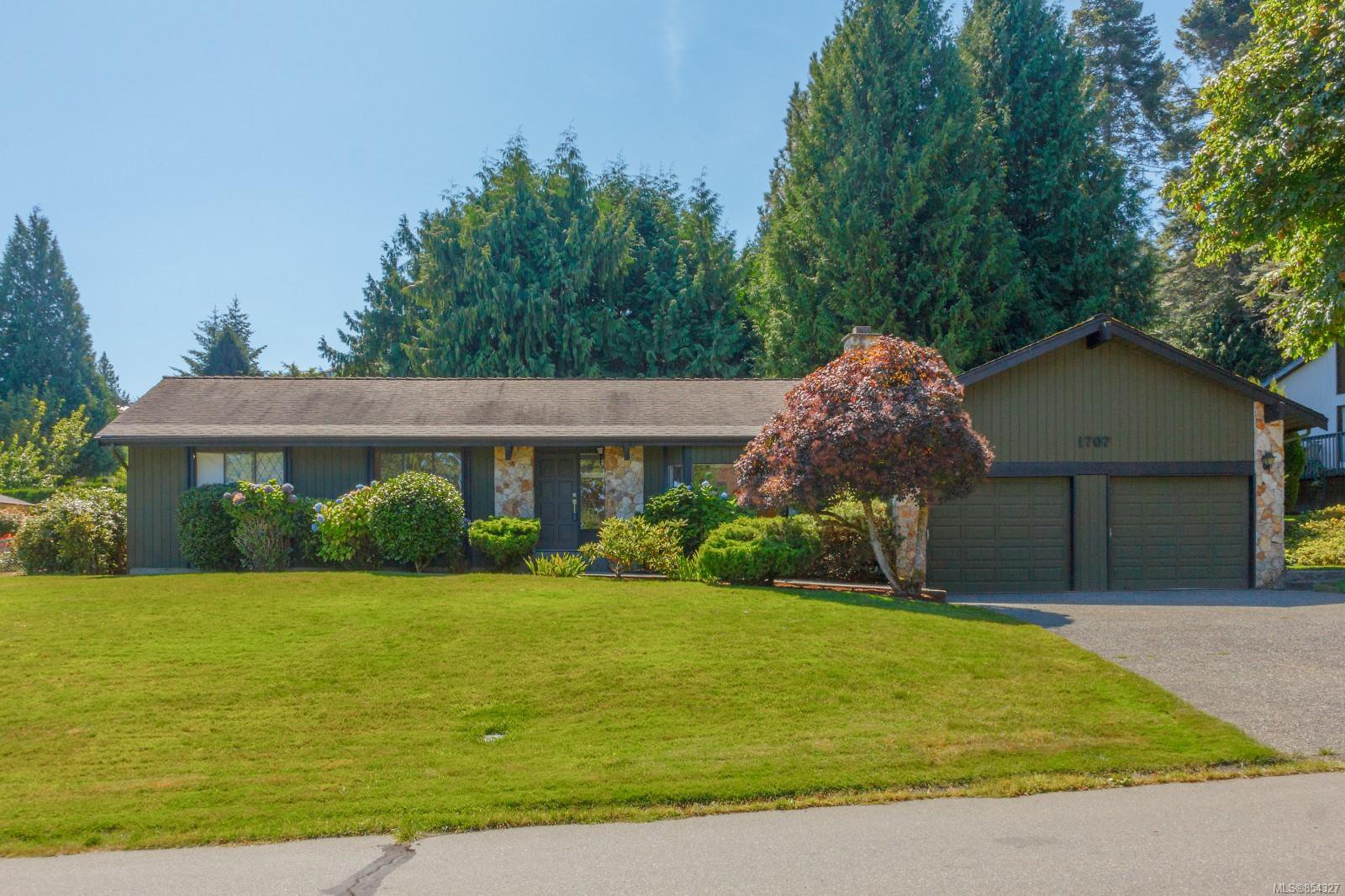 Main Photo: 1707 Cresswell Dr in : NS Dean Park House for sale (North Saanich)  : MLS®# 854327
