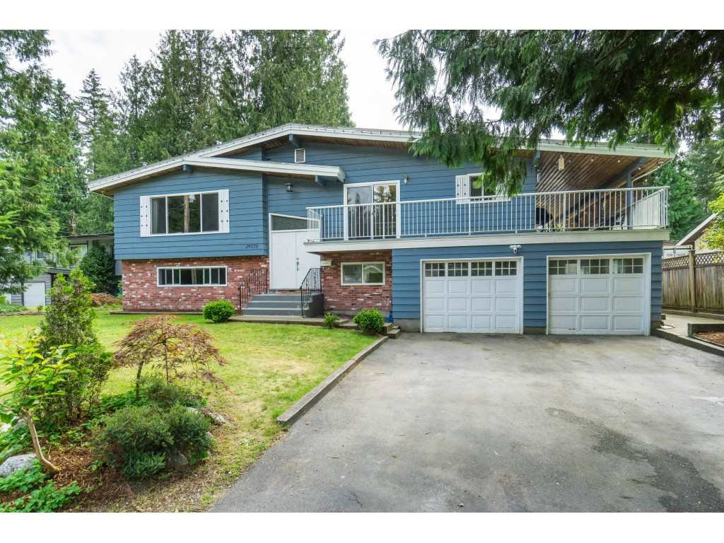 Main Photo: 19770 38A Avenue in Langley: Brookswood Langley House for sale : MLS®# R2493667