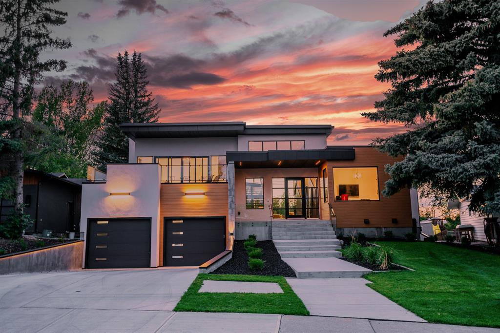 Main Photo: 2432 SOVEREIGN Crescent SW in Calgary: Scarboro/Sunalta West Detached for sale : MLS®# A1054647