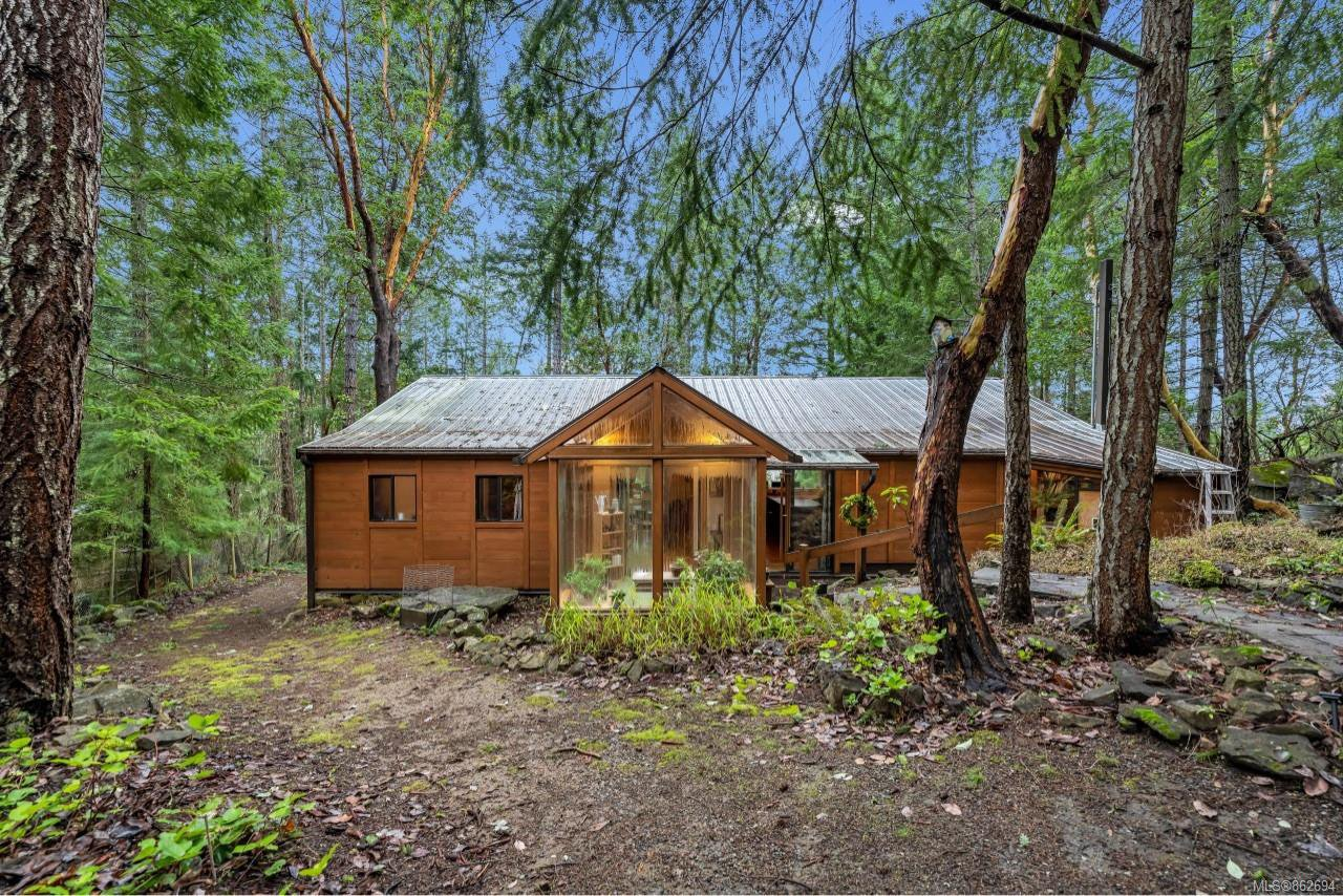 Main Photo: 220 South Bank Dr in : GI Salt Spring House for sale (Gulf Islands)  : MLS®# 862694