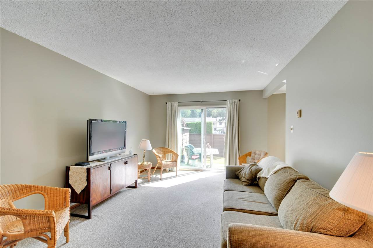 Main Photo: 55 14117 104 AVENUE in : Whalley Townhouse for sale : MLS®# R2200205