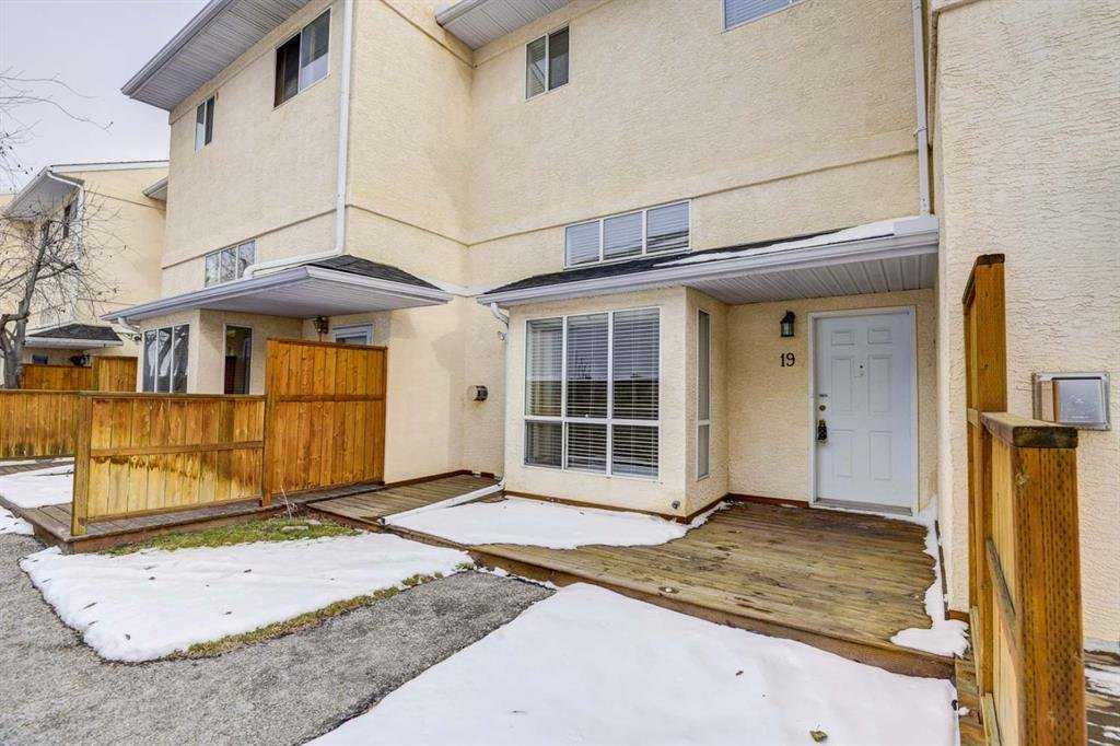 Main Photo: 19 Millrose Place SW in Calgary: Millrise Row/Townhouse for sale : MLS®# A1049361