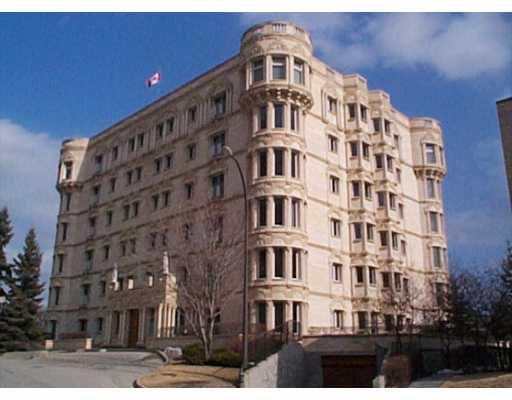 Main Photo: 302 160 NIAKWA Road in WINNIPEG: St Vital Condominium for sale (South East Winnipeg)  : MLS®# 2204105