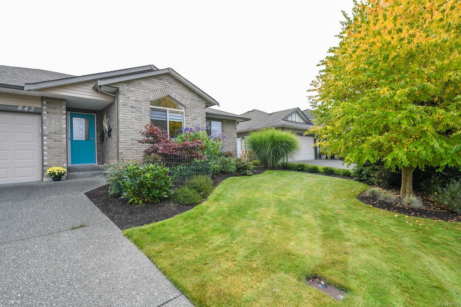 Main Photo: 842 Grumman Pl in : CV Comox (Town of) House for sale (Comox Valley)  : MLS®# 857324