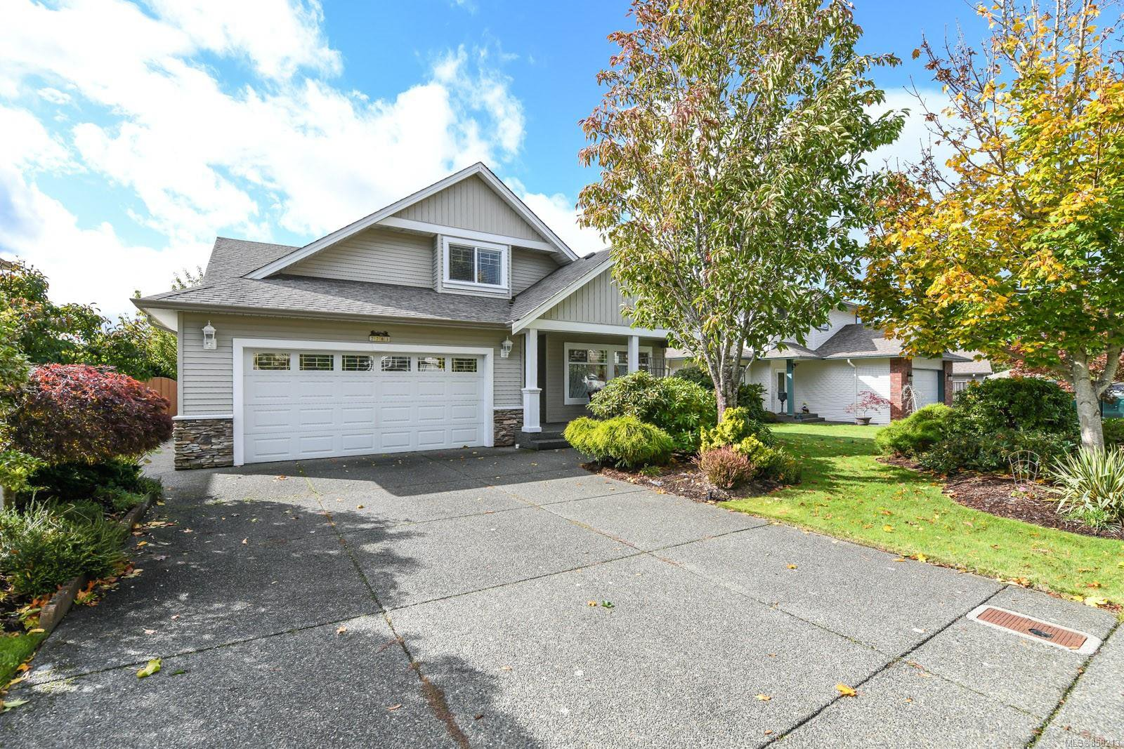 Main Photo: 2281 Stirling Cres in : CV Courtenay East House for sale (Comox Valley)  : MLS®# 858213