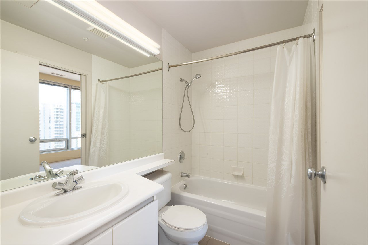 """Photo 13: Photos: 810 989 NELSON Street in Vancouver: Downtown VW Condo for sale in """"ELECTRA"""" (Vancouver West)  : MLS®# R2409945"""